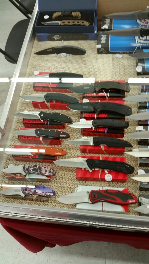Pocket Knives At A Knife Show