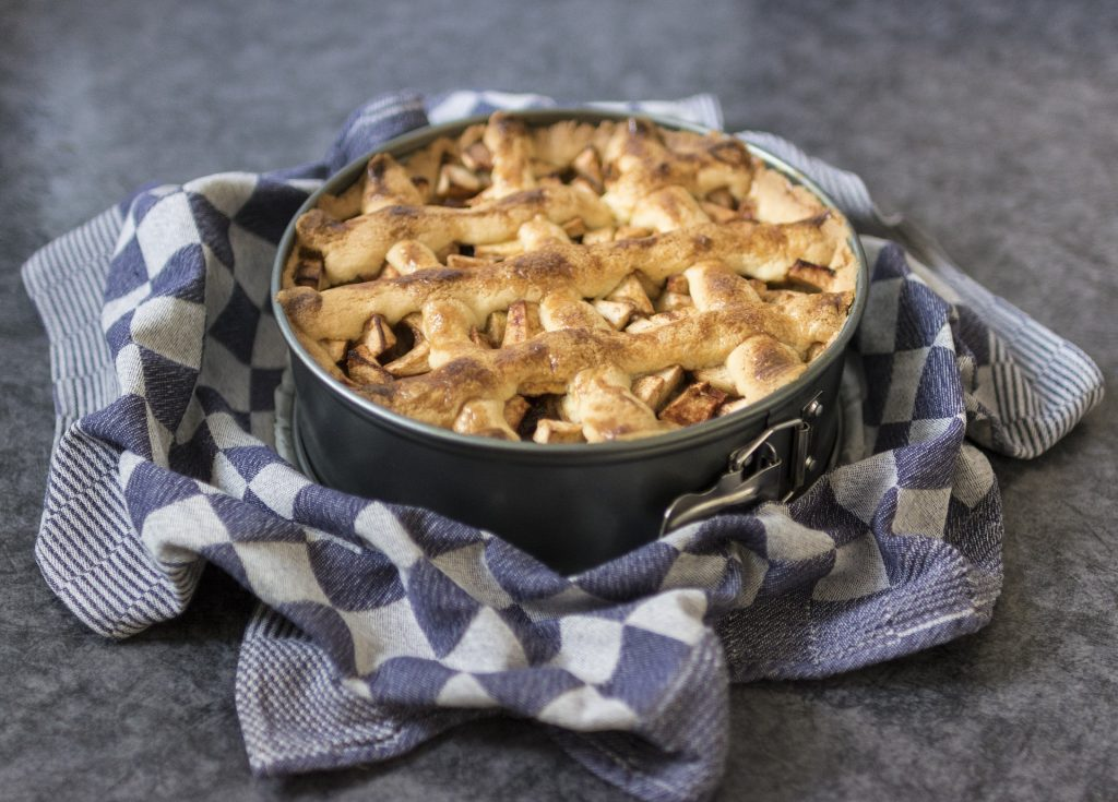 Use This American-Made Cutlery Pie Server on #ApplePieDay